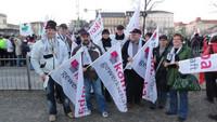 Mitglieder der komba gewerkschaft brandenburg bei der zentralen Kundgebung am 08.03.2011 in Potsdam